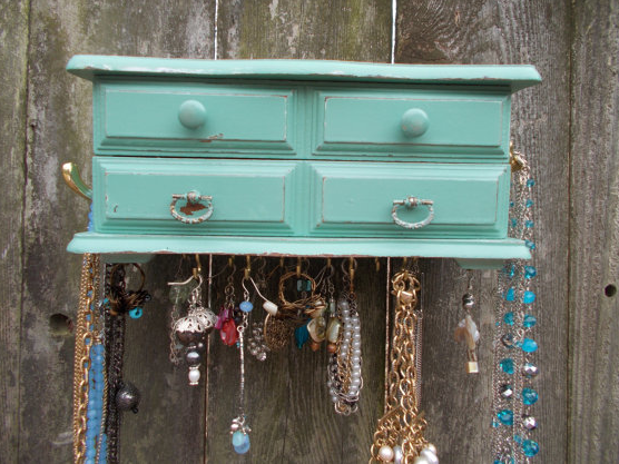 Found: Upcycled Jewelry Box {Rose Gold Walls Blog}